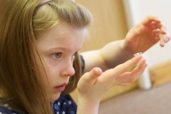 На страже зрения: со скольки лет можно носить контактные линзы детям? Особенности и правила