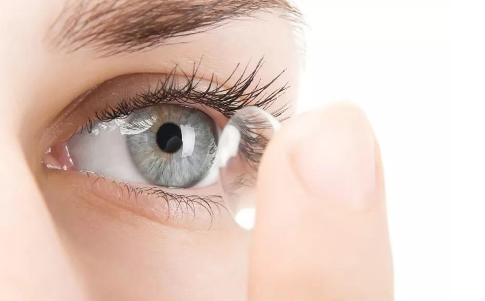 Можно ли носить линзы после лазерной коррекции зрения и кому нельзя использовать их?