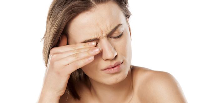 Почему при ношении контактных линз возникает сухость глаз и что делать при этом? Профилактика
